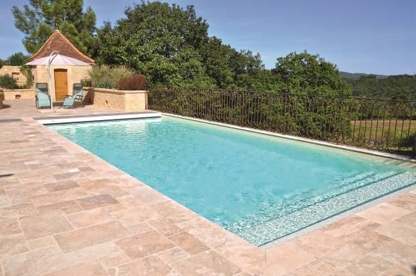 margelles de piscine en pierre naturelle travertin aquapolis. Black Bedroom Furniture Sets. Home Design Ideas