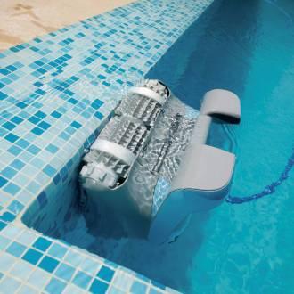 Le robot de piscine électrique est totalement autonome. Une fois branché, il nettoie le bassin tout seul.