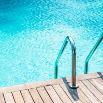 Pour préserver l'équilibre de l'eau d'une piscine, des règles simples sont à respecter.