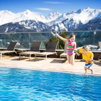 L'installation d'une pompe à chaleur de piscine permet de prolonger les baignades dans l'année.