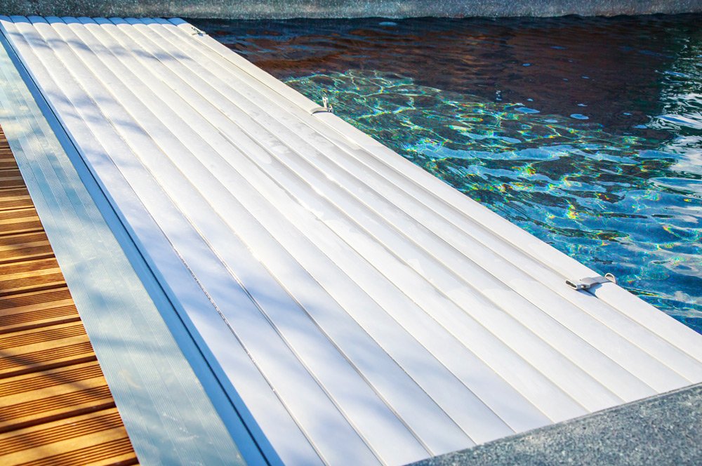 Comment installer un volet de piscine soi-même