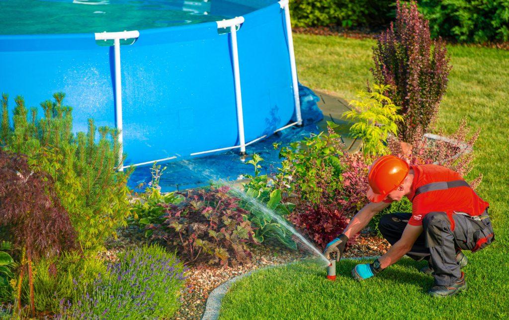 Arroser son jardin avec de l'eau de piscine